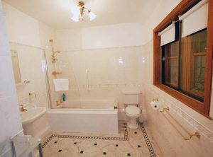 Bedroom 1 en-suite bathroom