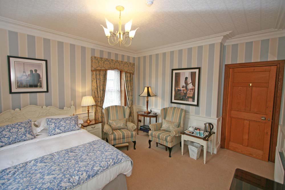 Bedroom 4 : The Parisian Room